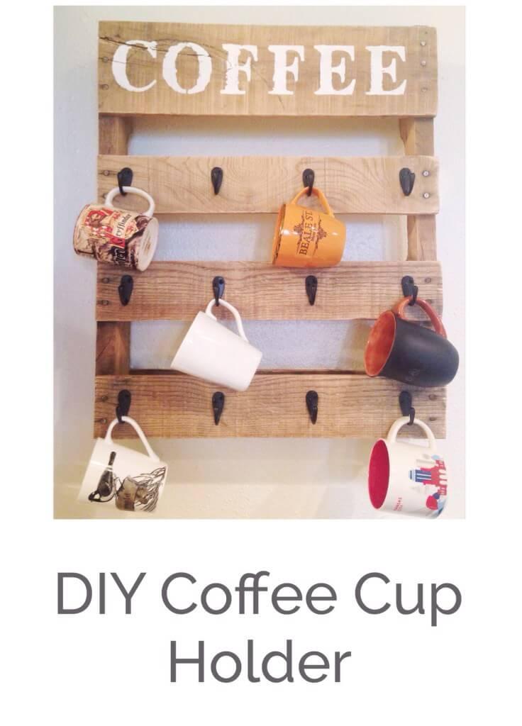Tassen-Halter selber machen-Holzpalette in der Küche nutzen