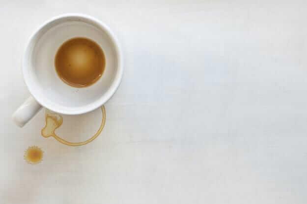 Kaffeeringe mit Natron entfernen