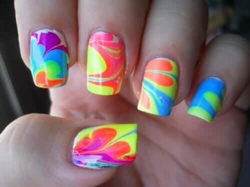 Neon Nägel selber machen - wunderschöne Sommernägel