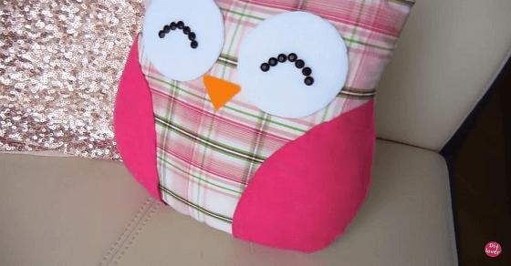 Dieses DIY Kissen zeigt, dass die Eule das niedlichste Tier der Welt ist
