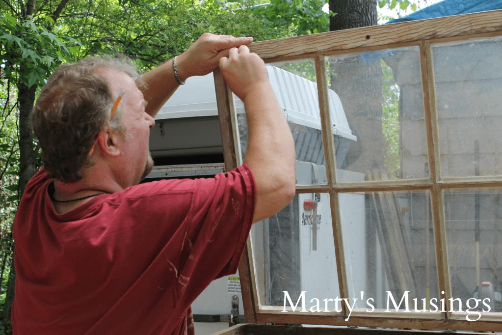 Altes Fenster für selbst gemachte Möbel verwenden - DIY Ideen Couchtisch
