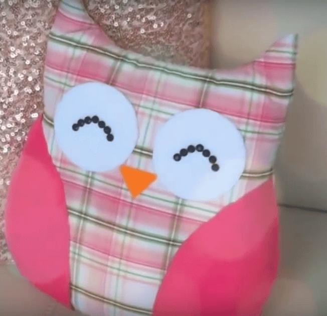 Dieses DIY Kissen zeigt, dass die Eule das niedlichste Tier der Welt ist - DIY Eule Kissen