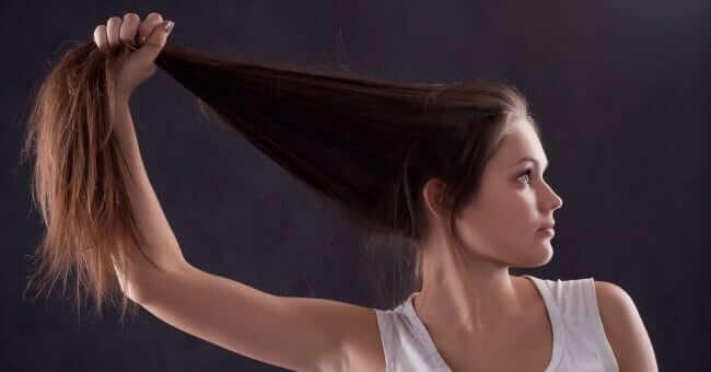 DIY Zitronensaft Haarmaske regt das Haarwachstum an