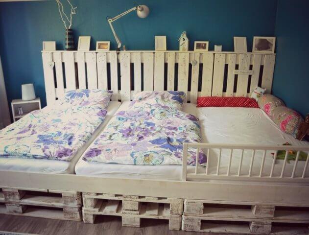 DIY Doppelbett aus Holzpaletten basteln