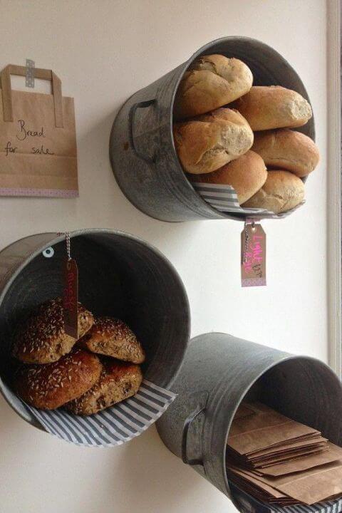 Alte Eimer als Behälter für Gebäck verwenden - DIY Wanddeko