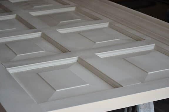 Holztür mit einer beliebigen Farbe besprühen-DIY Kopfende selber machen