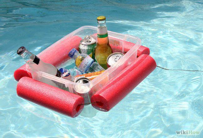 DIY Bastelidee-Getränke-Boot aus Schwimmnudeln basteln-schwimmendes Tablett