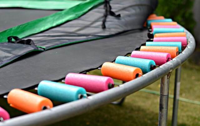 DIY Bastelidee, Trampolin schmücken-DIY Gartendeko-Idee