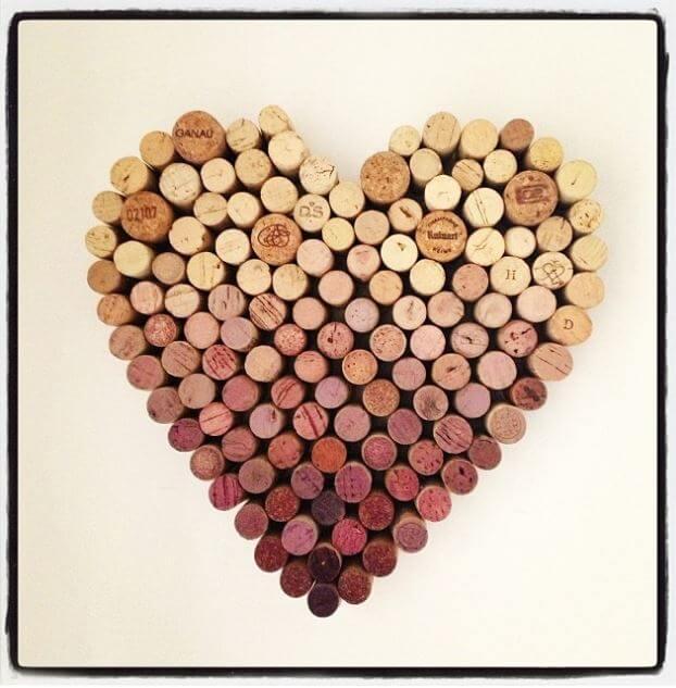 Großes Ombre-Herz aus Weinkorken basteln-DIY Wanddeko selber machen