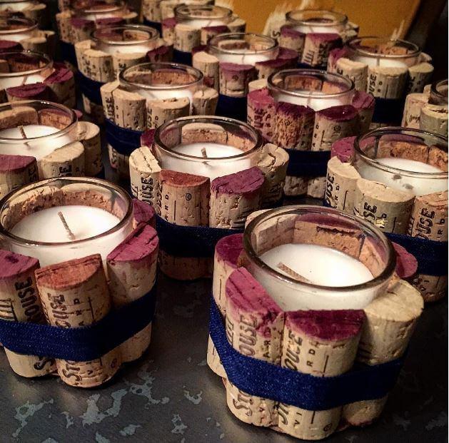 Kerzen mit Weinkorken verschönern-DIY Projekte mit Kerzen