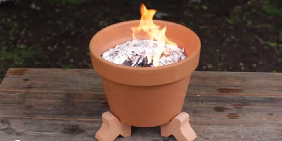 Mini Holzkohlegrill - DIY Bastelidee-Holzkohlegrill selber machen-Blumentopf zum Grill zaubern