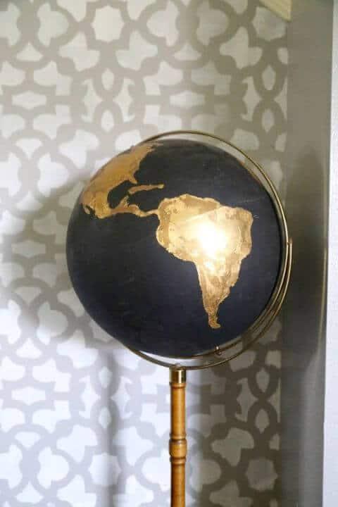 Edle Deko mit einem Globus basteln- Goldene Folie