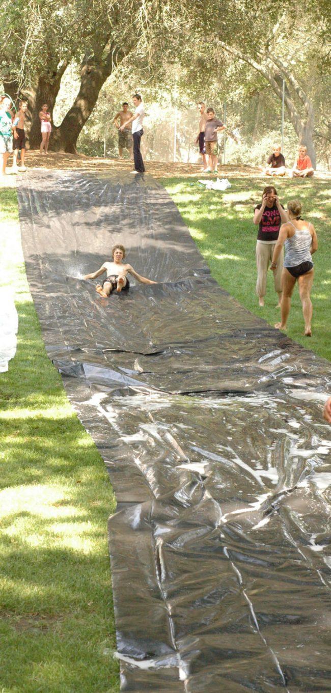 DIY Rutsche selber machen - lustige Gartenprojekte