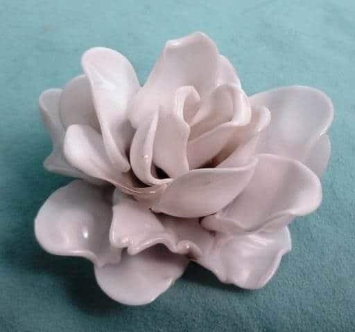 wunderschöne Rosen-Deko aus Plastiklöffeln