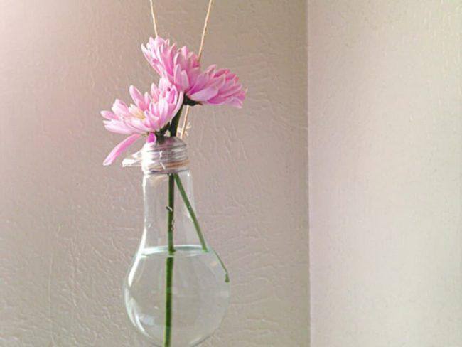 Alte Glühbirne zur Vase wandeln