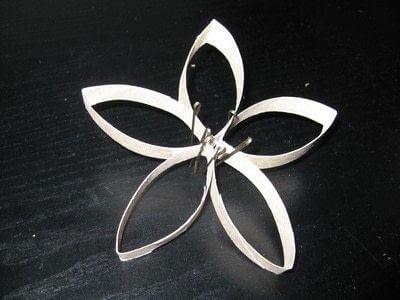 fertige Blumen aus Papier - Recycling-Wanddeko