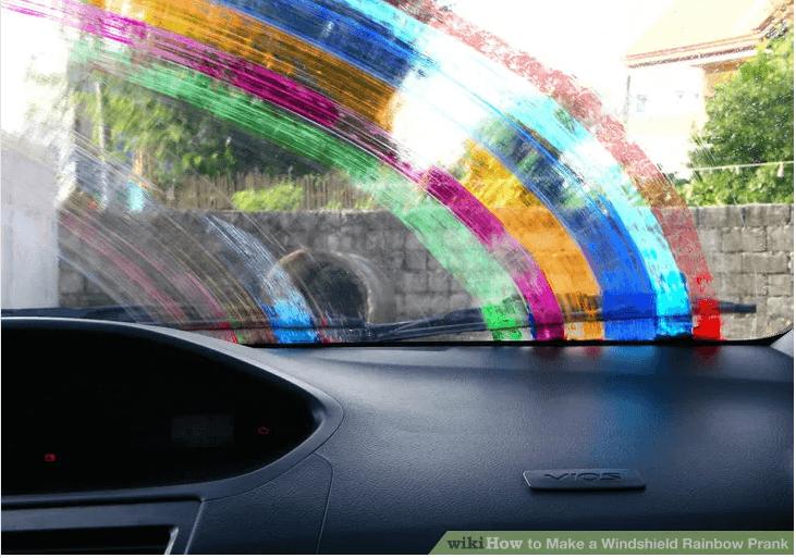Regenbogen auf die Windschutzscheibe schmieren