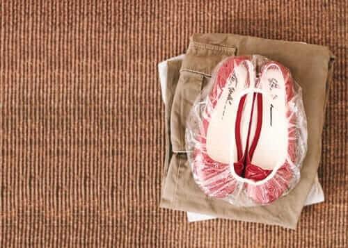 DIY Ideen - Life Hacks für Frauen - Schuhe in eine Duschhause legen