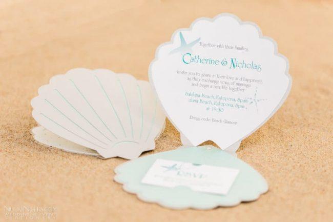 Selbst gebastelte Hochzeitseinladungen - Perlenmuschel-Design