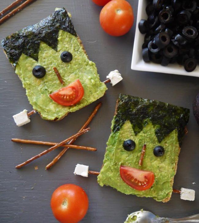 frankenstein Toast mit Avocado zu Halloween machen