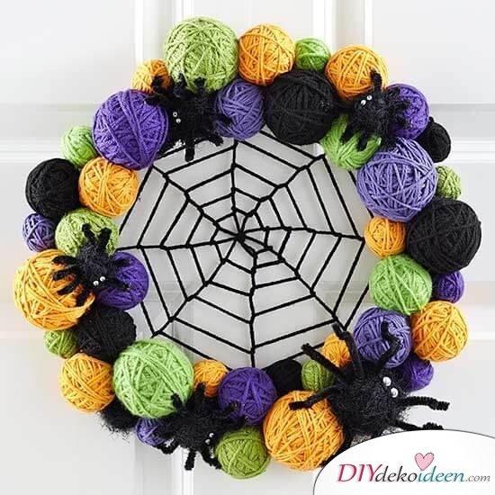 Kranz aus Spinnenkanker selber machen - DIY Türdeko zu Halloween