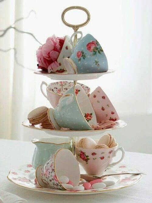 Dekoration für den Teenachmittag - macaron - Tassen und Blumen
