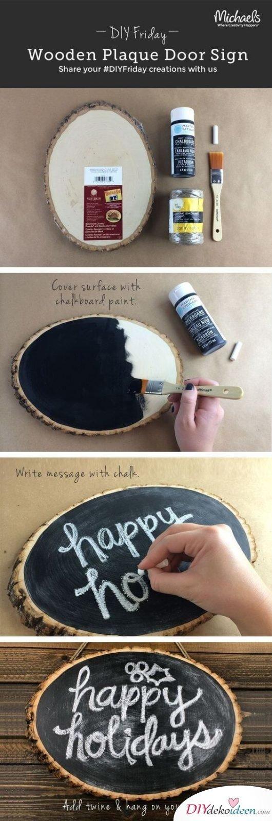 Bastelideen für DIY Geschenke zu Weihnachten, Türdeko selber machen, Türschild aus Holz mit Kreidenfarbe bemalen