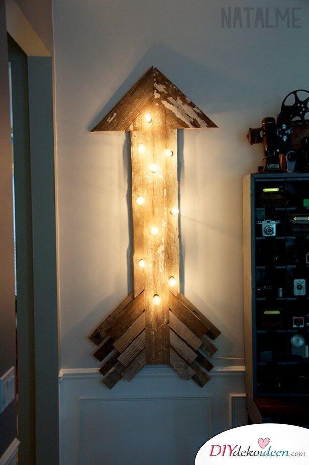 rustikale Holzdeko mit Beleuchtung