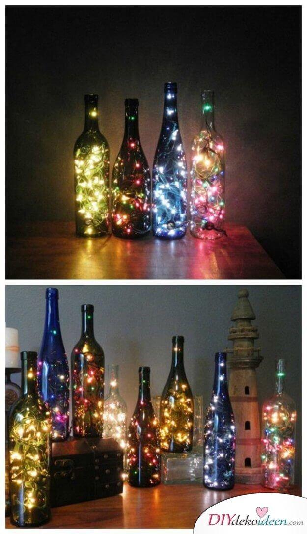 Glasflaschen-Deko mit bunten Lichtern, Weinflasche mit Lichterkette bastlen