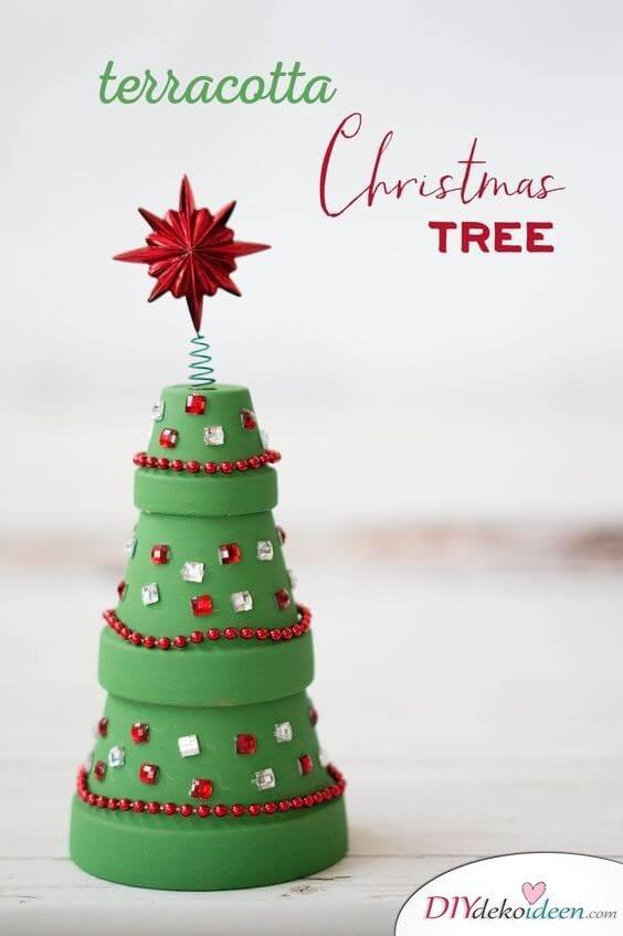 DIY Weihnachtsbaum-Bastelideen, Weihnachtsdeko mit Blumentöpfen