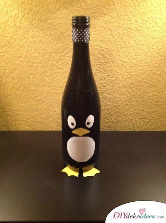 DIY Weihnachtsdeko Bastelideen mit Weinflaschen, Pinguin bastlen