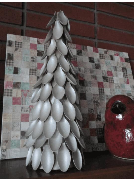 Weihnachtsdeko aus Plastiklöffeln