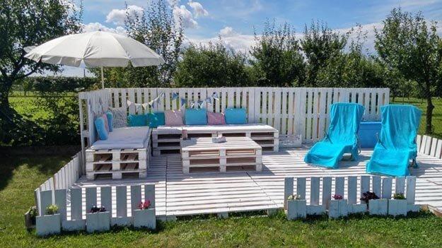 Gemütliche Sommerlounge selber bauen - Gartendeko-Ideen