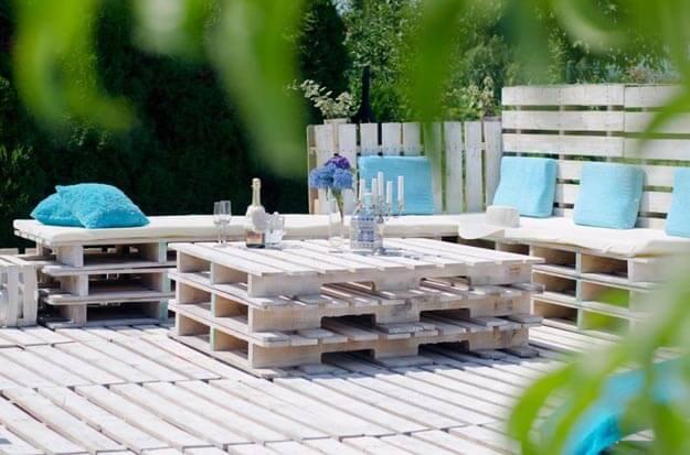 Gemütliche Gartenmöbel aus Holz bauen