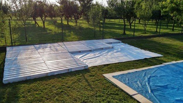 Erste Schritte - Boden für die Sommerlounge aus Europaletten bauen
