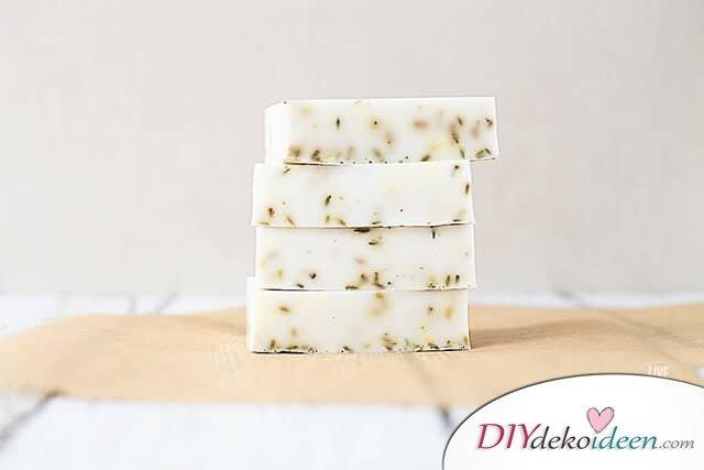 Lavendel-Honigseife verschenken - DIY Geschenkideen
