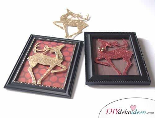 Weihnachtsdeko zum Selbermachen, Bild mit glitzernden Rentieren, DIY Weihnachtsdeko Bastelideen
