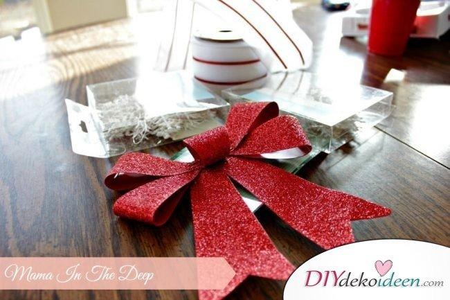 DIY Weihnachtsdeko Bastelideen mit Schleifen, Schneeflockenkranz basteln, Tolle Deko für deine Tür