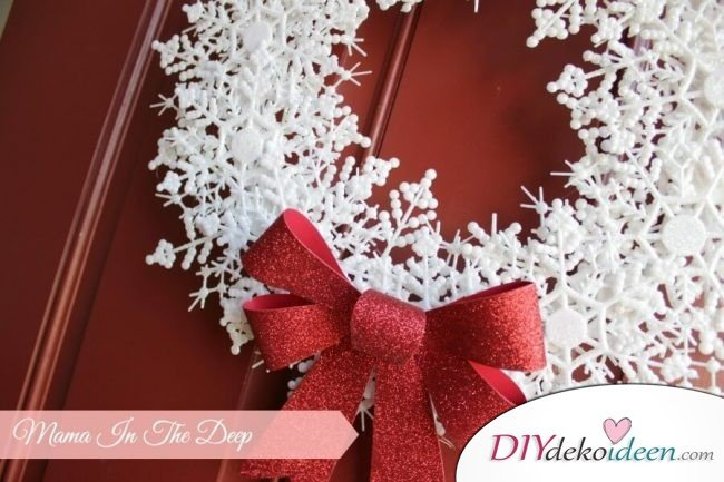 DIY Weihnachtsdeko Bastelideen, Schneeflockenkranz basteln, Türdeko basteln
