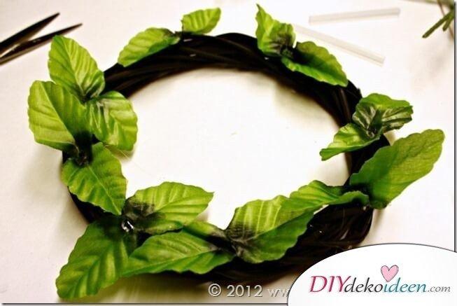 Weihnachtsdeko zum Selbermachen, wunderschöner Weihnachtskranz selber machen, DIY Weihnachtsdeko Bastelideen