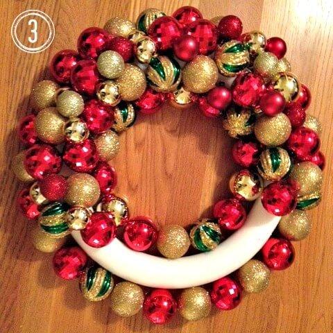 Weihnachtsdeko zum Selbermachen, Kranz aus Weihnachtskugeln 3, DIY Weihnachtsdeko Bastelideen