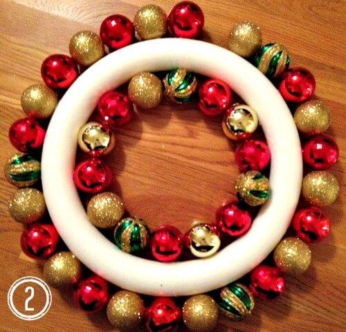 Weihnachtsdeko basteln, Kranz aus Weihnachtskugeln 2, Türdeko, DIY Weihnachtsdeko Bastelideen