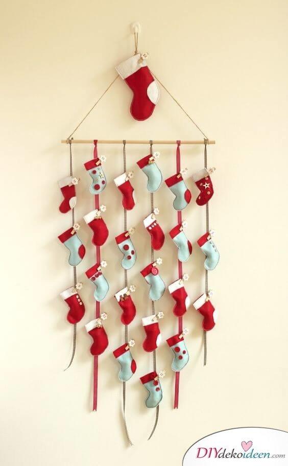 Adventskalender selber basteln, Babysöckchen wiederverwenden, Weihnachtskalender für Kinder und Babys