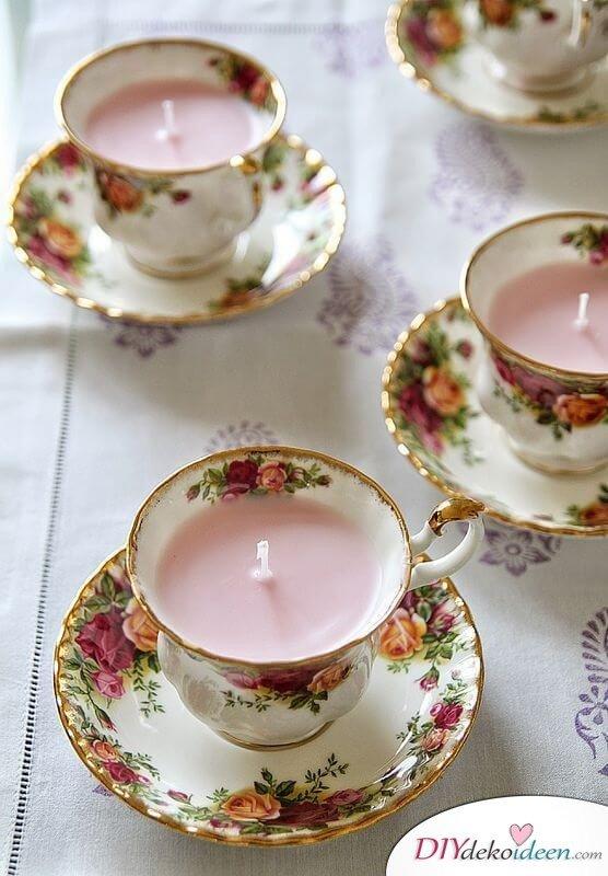 Bastelideen für DIY Geschenke zu Weihnachten, Kerze in einer Teetasse herstellen, Vintage-Kerze in einer Tasse