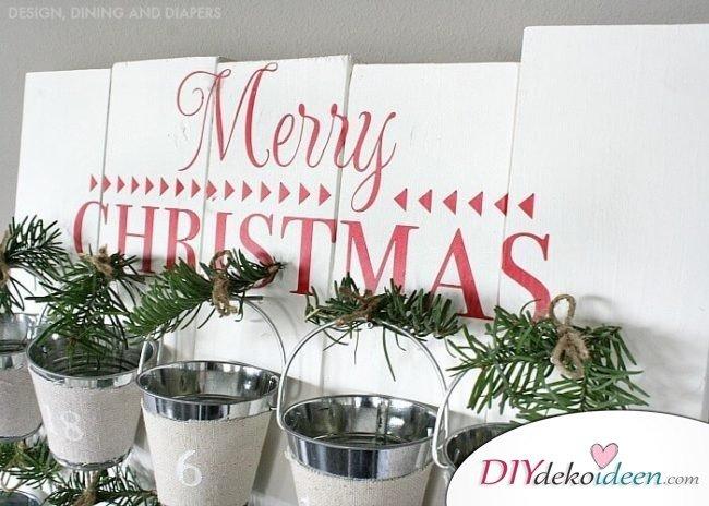 Adventskalender selber basteln, Holzplatte mit Eimerchen, DIY Weihnachtsdeko