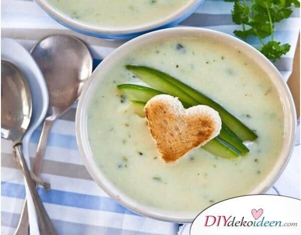 Leckere Rezepte für deinen Abnehmplan, grüne Nährstoffe, Gurkencremesuppe mit vielen Vitaminen, Schlank werden mit Suppen