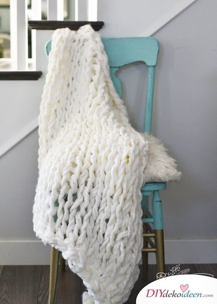 Bastelideen für DIY Geschenke zu Weihnachten, Kuscheldecke selber stricken