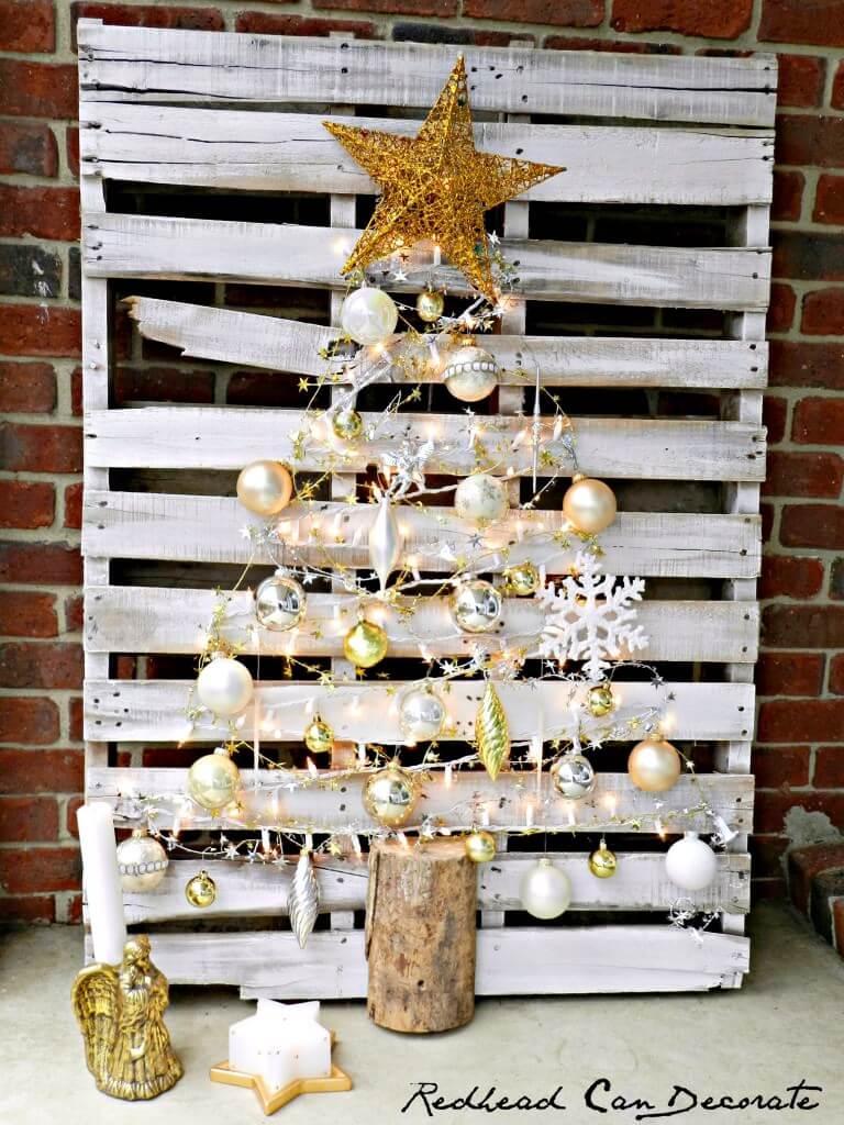 Weihnachtsbaum aus Europalette, Schöner Weihnachtsbaum selber machen, DIY Bastelideen zu Weihnachten mit einer Europalette