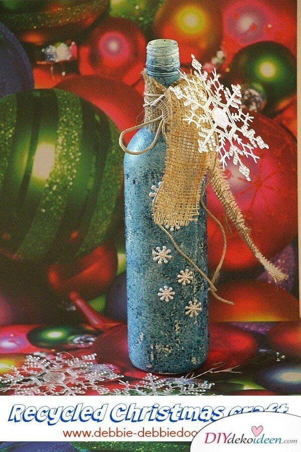 DIY Weihnachtsdeko Bastelideen mit Weinflaschen, Vintage Look mit Schneeflocken und Sackleinen