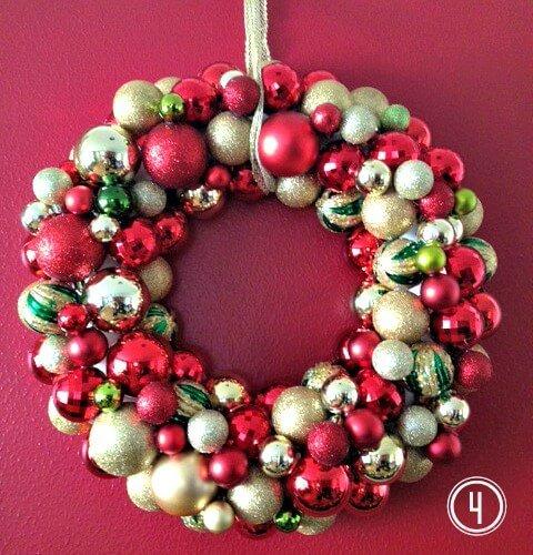 Weihnachtsdeko zum Selbermachen, Kranz aus Weihnachtskugeln 4, Türdeko, DIY Weihnachtsdeko Bastelideen